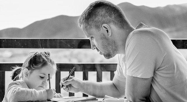 Potrzeba bycia kochanym rodzica – czy i jak szkodzi dziecku?